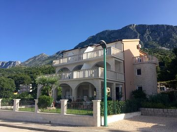 Family-friendly apartments near the beach in Drvenik other Makarska Riviera - Apartment 01(2+2)
