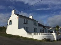 Lovely house walking distance to beach and long walk or short drive to Trearddur bay.