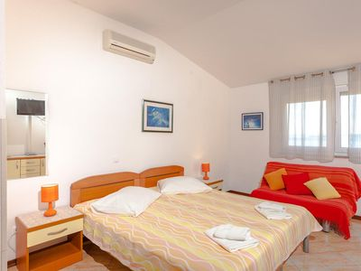 Photo for One bedroom apartment with balcony and sea view Brela, Makarska (A-13118-d)