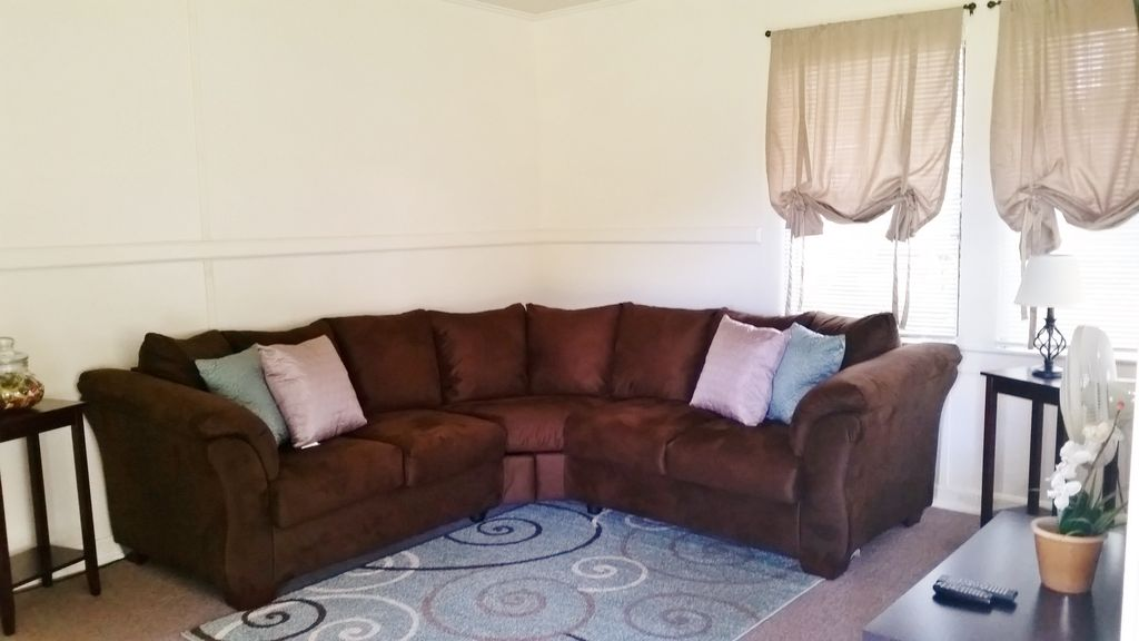 ☆LARGE, COMFY COTTAGE, WITH AC IN ROOMS, GREAT FOR FAMILIES, CENTRAL LOCATION☆