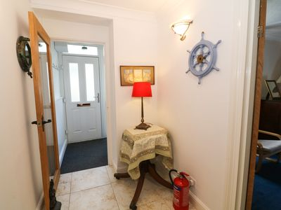 Photo for BAY VIEW COTTAGE, pet friendly in Porthmadog, Ref 1006438