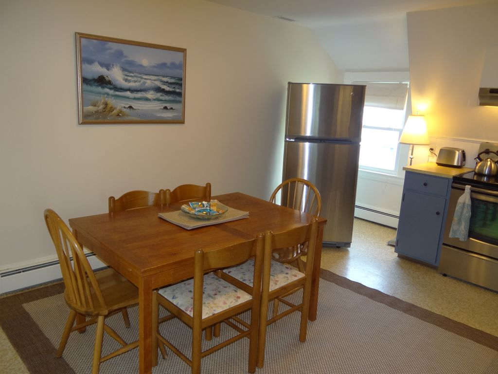 Property Image7 Spacious Comfortable Home Walking Distance To Nelson Beach Park