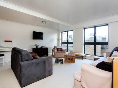 Photo for 3 bed apartment in Belgravia, close to the station and Buckingham Palace (Veeve)