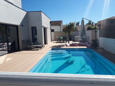 Photo for Contemporary quiet villa / heated pool / beach 5kms