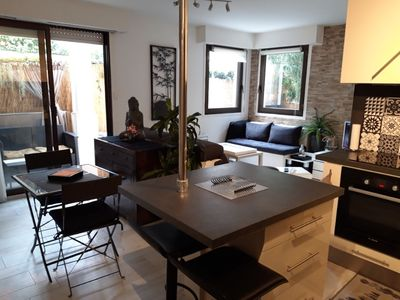 Photo for Cozy studio with enclosed garden, swimming pool, parking