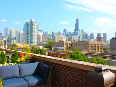 Luxury Townhouse in Exciting Fulton Market District/West Loop!