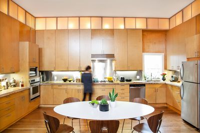 Very spacious kitchen, 12' ceilings. All modern appliances.