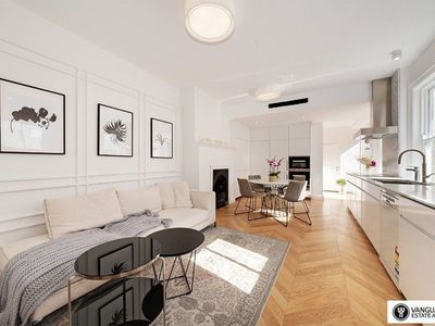 Photo for 3BR Apartment Vacation Rental in Millers Point, NSW