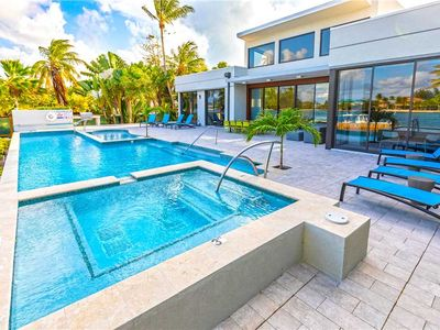 Photo for 4BR House Vacation Rental in Grand Cayman, Kentucky