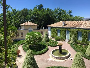 House with character in historical  family estate and park, overlooking Nice