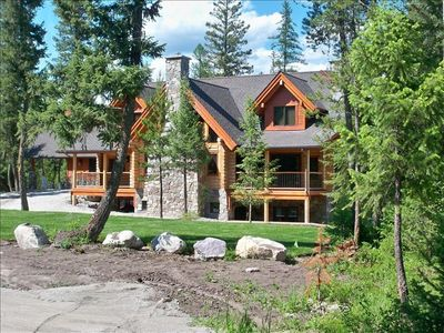 Beautiful log home near Glacier National Park  in Whitefish Montana