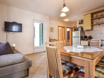 Photo for Beautiful apartment for 6 guests with WIFI, A/C, TV and parking