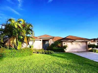 Photo for Comfortable 4/3 Pool Home in Desirable Briarwood Gated Community