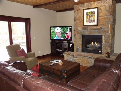 Family Room with 55in TV and Gas Fireplace