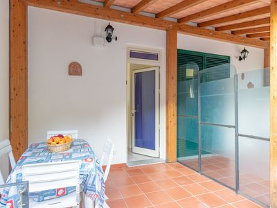 Photo for Idyllic Apartment near the Beach with Terrace, Air Conditioning and Wi-Fi, Pets Allowed