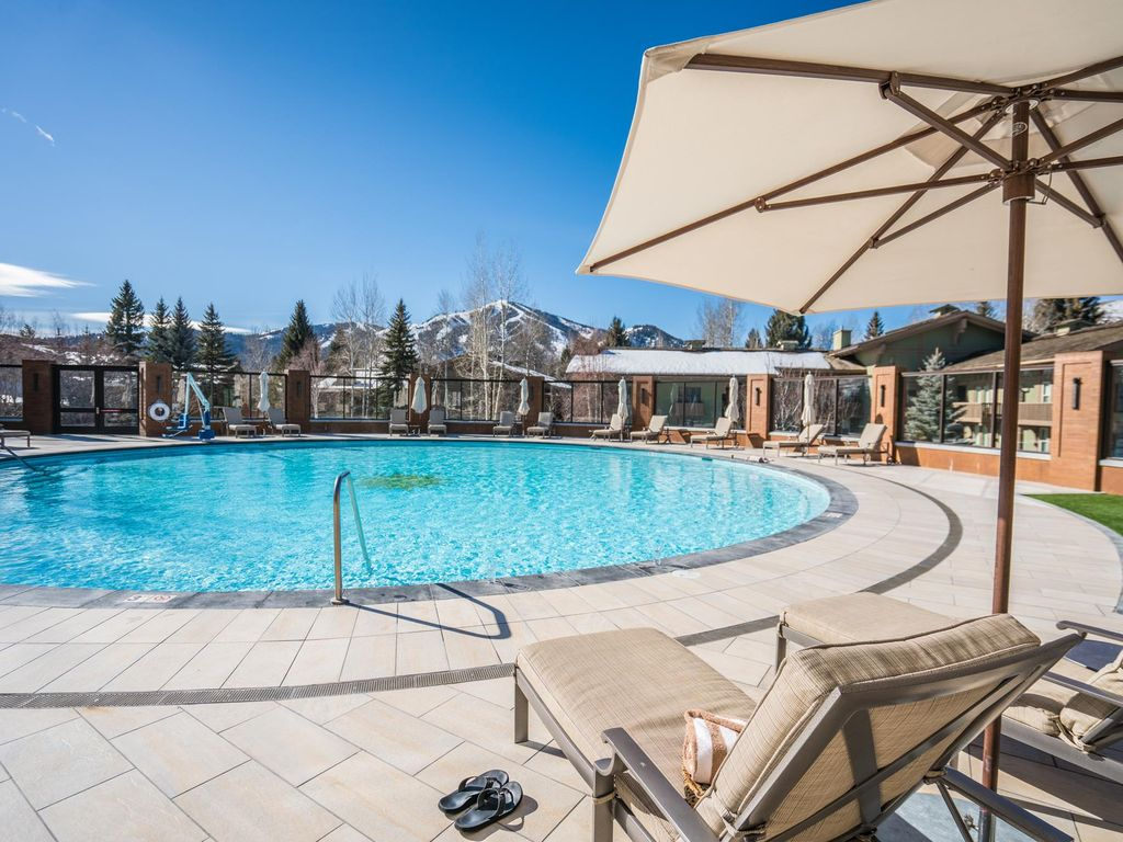 Very low rates exclusive sv lodge pool pass very private condo sun valley sun valley ketchum for Sun valley idaho swimming pool