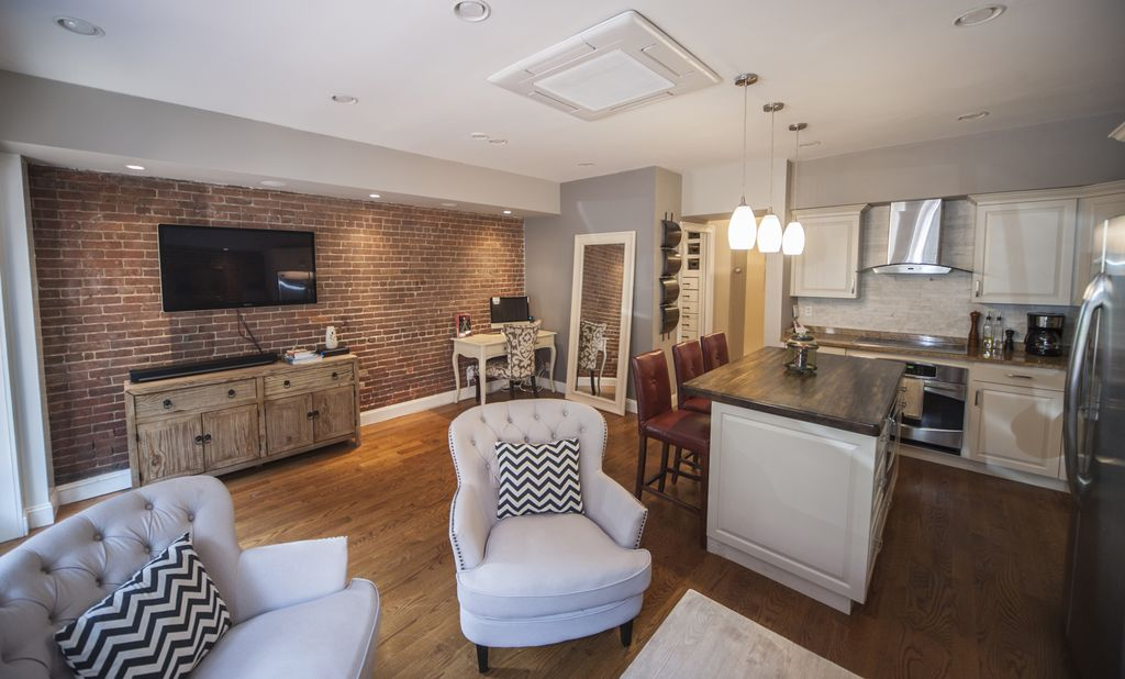 Conveniently located in the heart of Back Bay, steps to the Boston Common