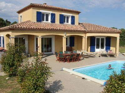 Photo for Villa with heated swimming pool and fenced flat garden near Carcassonne