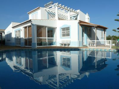 Photo for Large pool, air conditioning, fully equipped