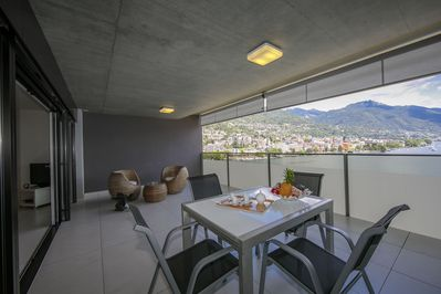 Terrace with diningtable and relax area