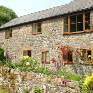 2 Bedroom country cottage in Church Stretton Hills, great walking from the door.