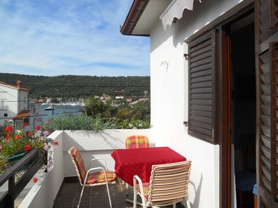 Photo for One bedroom apartment with terrace and sea view Supetarska Draga - Donja, Rab (A-5030-c)