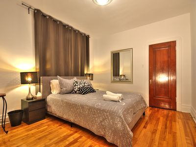 Photo for Spacious 3 Bedrooms Vintage Appartment,  heart of village, nightlife & Dowton