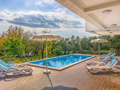 Photo for Brand new luxury villa in Dalmatia with heated pool and sea views