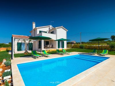 Photo for Beautiful villa with pool in central Istria