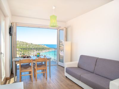 Photo for Apartment with Sea View, Air Conditioning & Balcony;