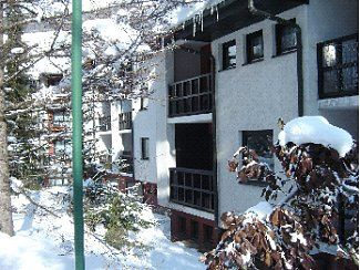 Central To Shops/Eateries/Ski Yet Quiet Apartment