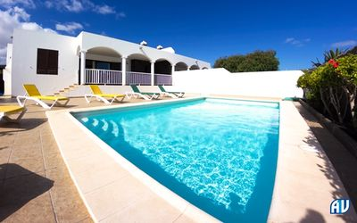 Photo for Ideal for families with option to close off pool area, air-con, wifi &full UK TV