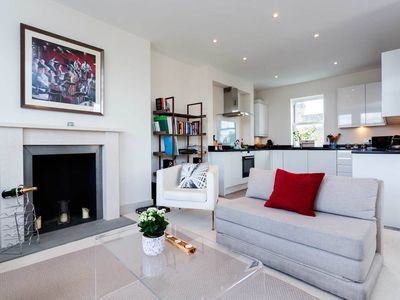 Photo for Stunning 2 bedroom apt. in Fulham. City view from the roof terrace (Veeve)