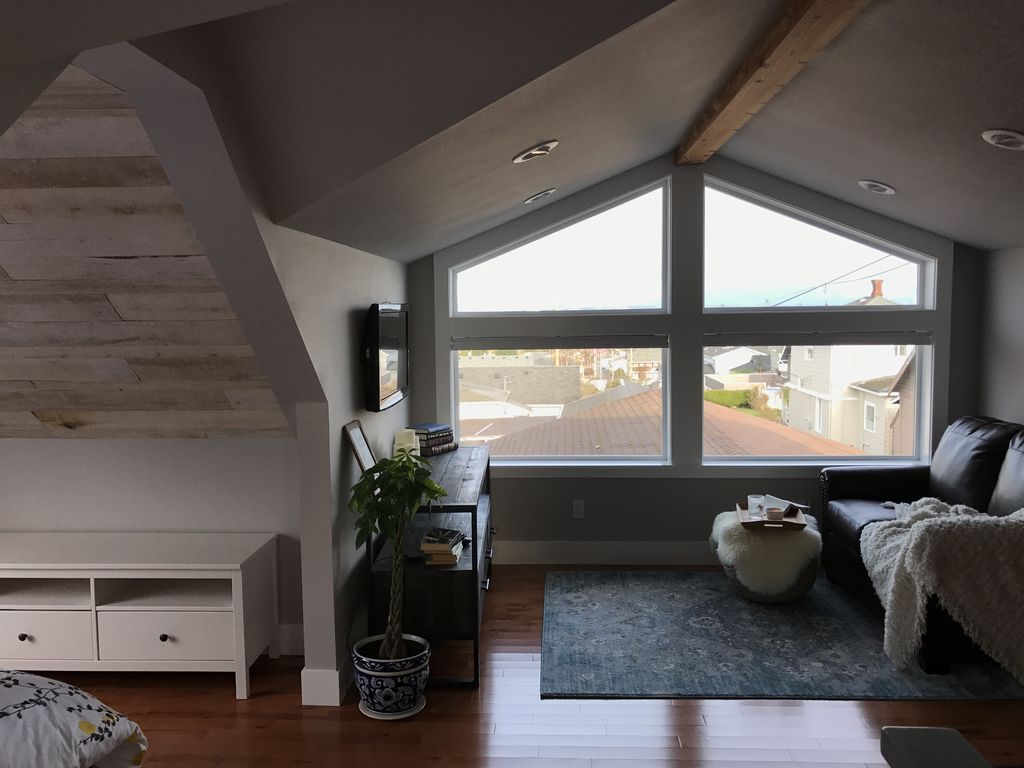 A Town Loft Studio Apartment W Mt Baker And Cap Sante Views