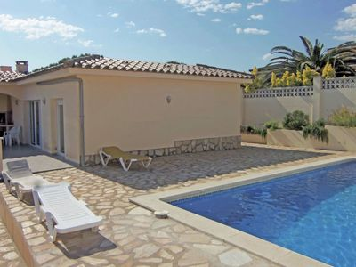 Photo for Fantastic holiday home with private swimming pool, 1.5 km from the beach