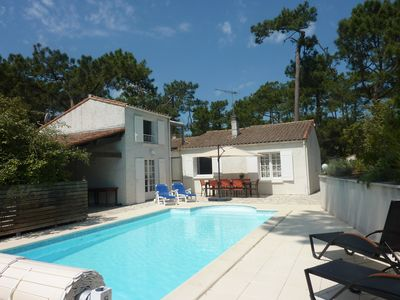 Photo for At 600 m from the beach, quiet street, friendly house with pool and terraces