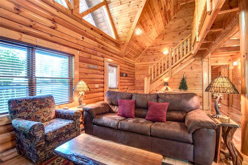 Natural beauty 2 bedrooms leeps 6 hot tu vrbo for Nuvola 9 cabin gatlinburg