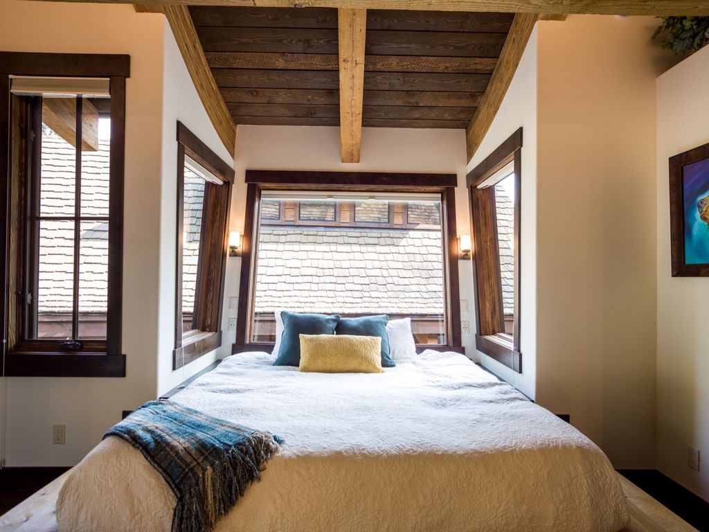 Luxury Treehouse Chalet Connected to... - HomeAway Whitefish