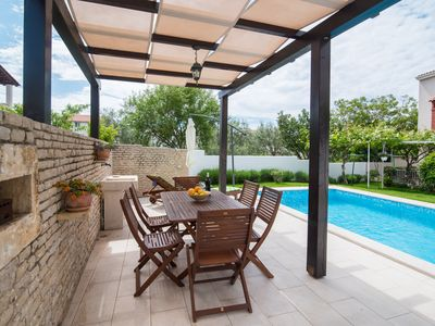 Photo for Romantic and modern, with swimming pool, ideal for family!
