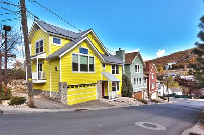 Main St House w/3 MBR's & Hot-Tub just two doors from Main Street & Free Trolley