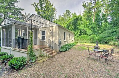 This vacation rental house in Arden has a backyard with gas grill and fire pit.