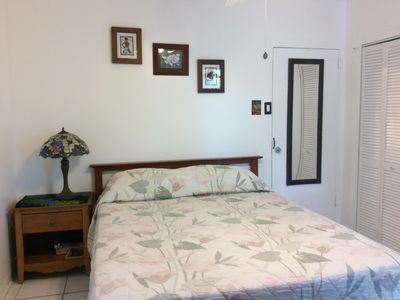 Nice studio. Private entry/bathroom. Three blocks from famous Kailua Beach.