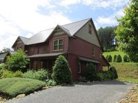 Beautifully Decorated and Comfortable Luxurious Getaway In Scenic Area