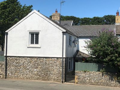 Photo for Charming four double bedroom stone-built cottage in beautiful Vale of Glamorgan