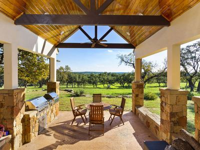 Photo for Absolutely Charming Hartmann Haus, 4/4 Beautiful Hill Country Setting!