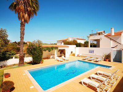 Photo for Single level Villa w/ pool, peaceful location between Guia and Albufeira,AC,WiFi