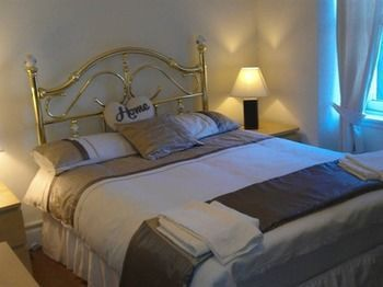 Photo for 1BR Apartment Vacation Rental in Edinburgh,