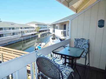This charming canal 1/1  is only steps from Golf, Tennis and More!