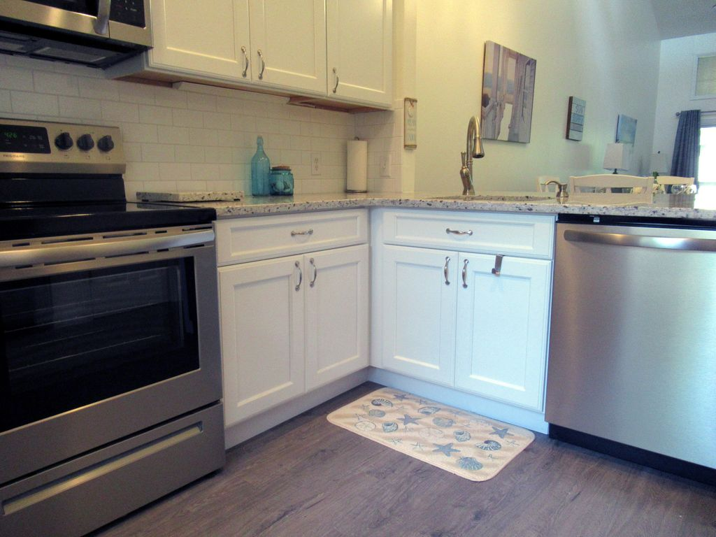 Just listed, remodeled 2/2 Villa, Close to Beach, Free Wi-Fi, Tennis, Smart TV