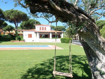 Photo for Private 3 bedroom house with enormous garden and pool.